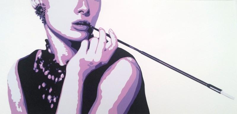 """Reprise de l'affiche """"Breakfast at Tiffany's"""", avec Audrey Hepburn et son fume-cigarette en violet et noir. Découpage collage papier, Carole b"""