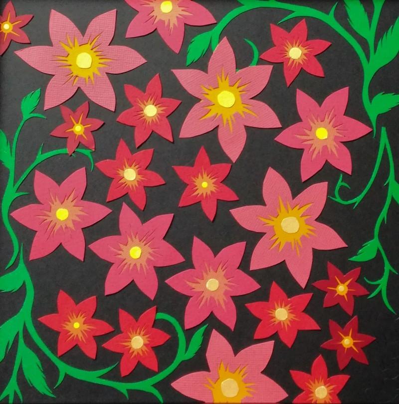 Des fleurs finement découpées et ciselées dans une harmonie de rouge et de vert... Découpage collage papier, Carole b