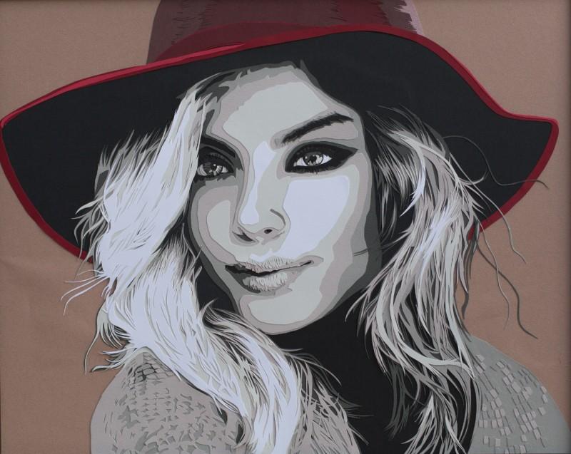 joli chapeau rouge sur une femme avec les yeux smocky et les cheveux blonds au vent. Découpage collage par Carole b