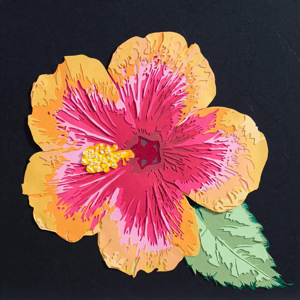Hibiscus jaune et rose avec un intense travail de découpe au scalpel. Découpage collage papier par Carole b
