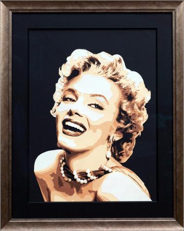 Portrait de l'actrice glamour Marilyn Monroe, avec un un grand sourire. Découpage collage papier par Carole b