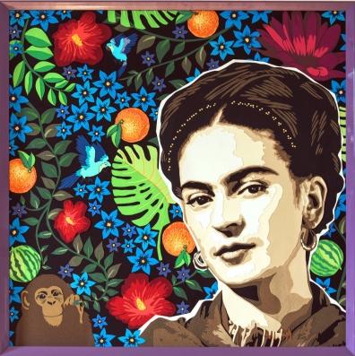 « Viva la Frida ! » 2017 – 62 x 62 cm Découpage collage, papier, sur carton. Tableau fourni avec encadrement professionnel (cadre bois violet brillant)