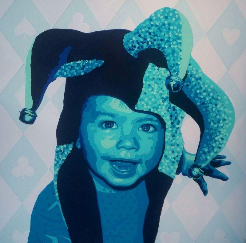 garçon bleu/violet avec un chapeau de joker et un pull aux étoiles. Fond pique, cœur, carreau, trèfle. Découpage collage papier Carole b