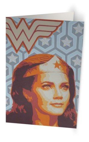 """""""Super Wonder Woman"""" 11,7 x 18,2 cm, carte postale pliée, papier brillant 350 gr, intérieur vierge. Enveloppe fournie"""