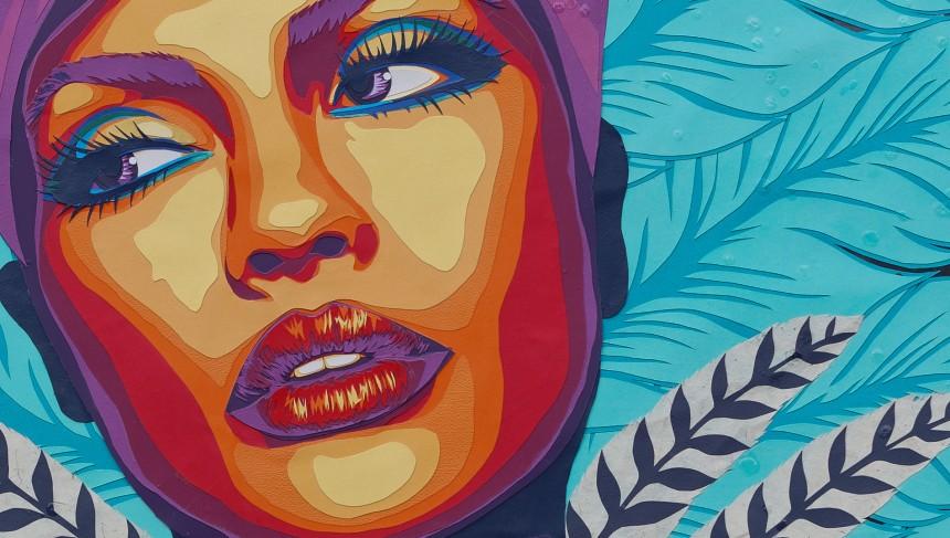 Carole-b-detail -oiseau-de-paradis-2-plumes-paon-faisant-danseuse-sexy-cabaret-decoupage-collage-2